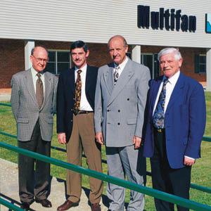 1989 – Ouverture d'un point de vente à Bloomington, en Illinois (États-Unis)